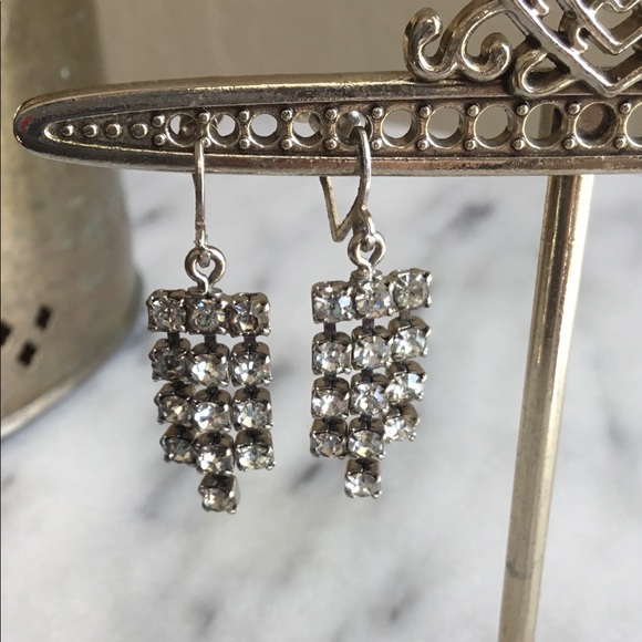 Vintage jewelry faux diamond chandelier clip earrings poshmark m5a5acf17a4c48509535fbedf aloadofball Image collections